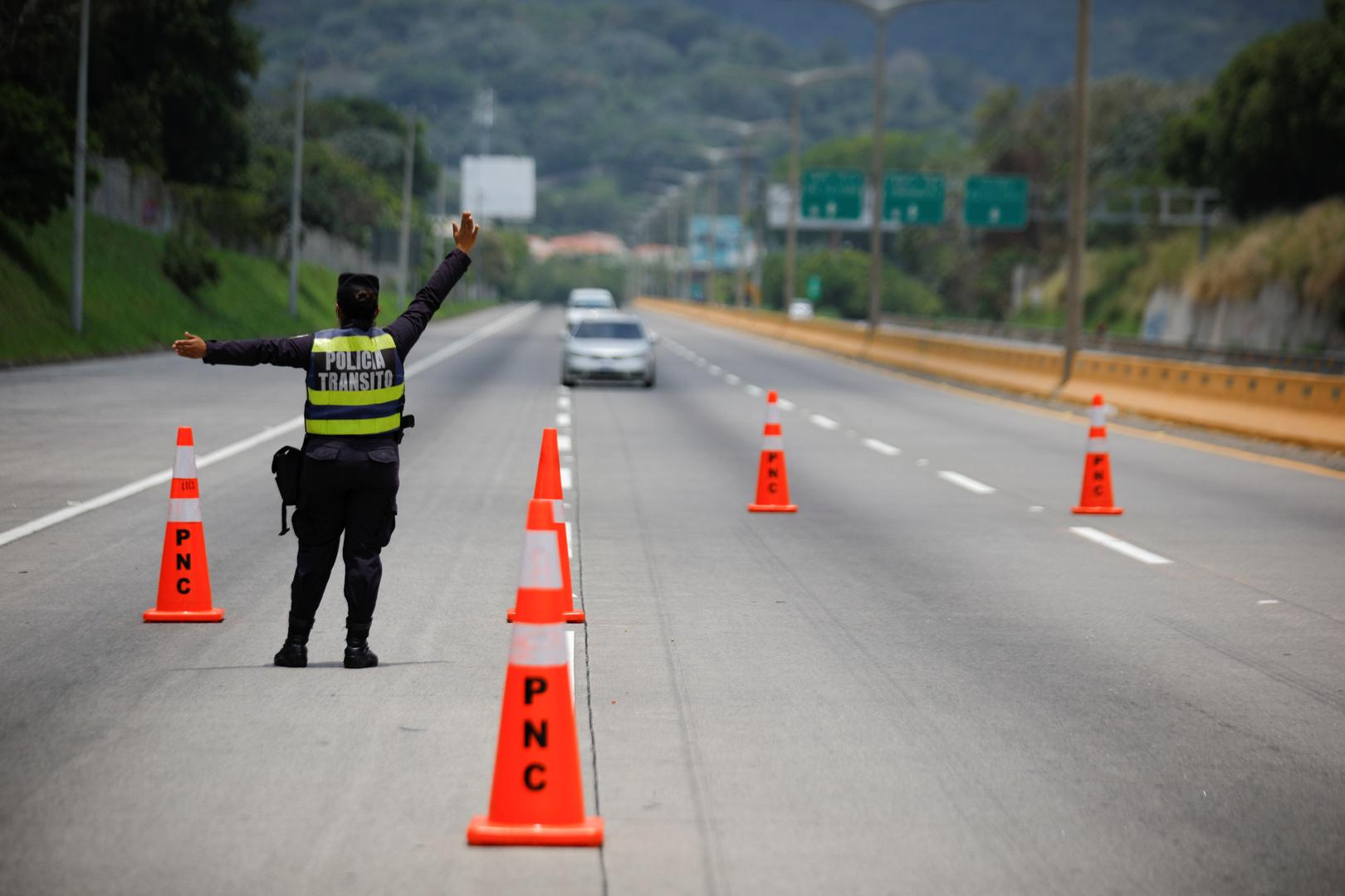 المحكمة العليا في السلفادور تقضي بتعليق حالة الطوارئ -