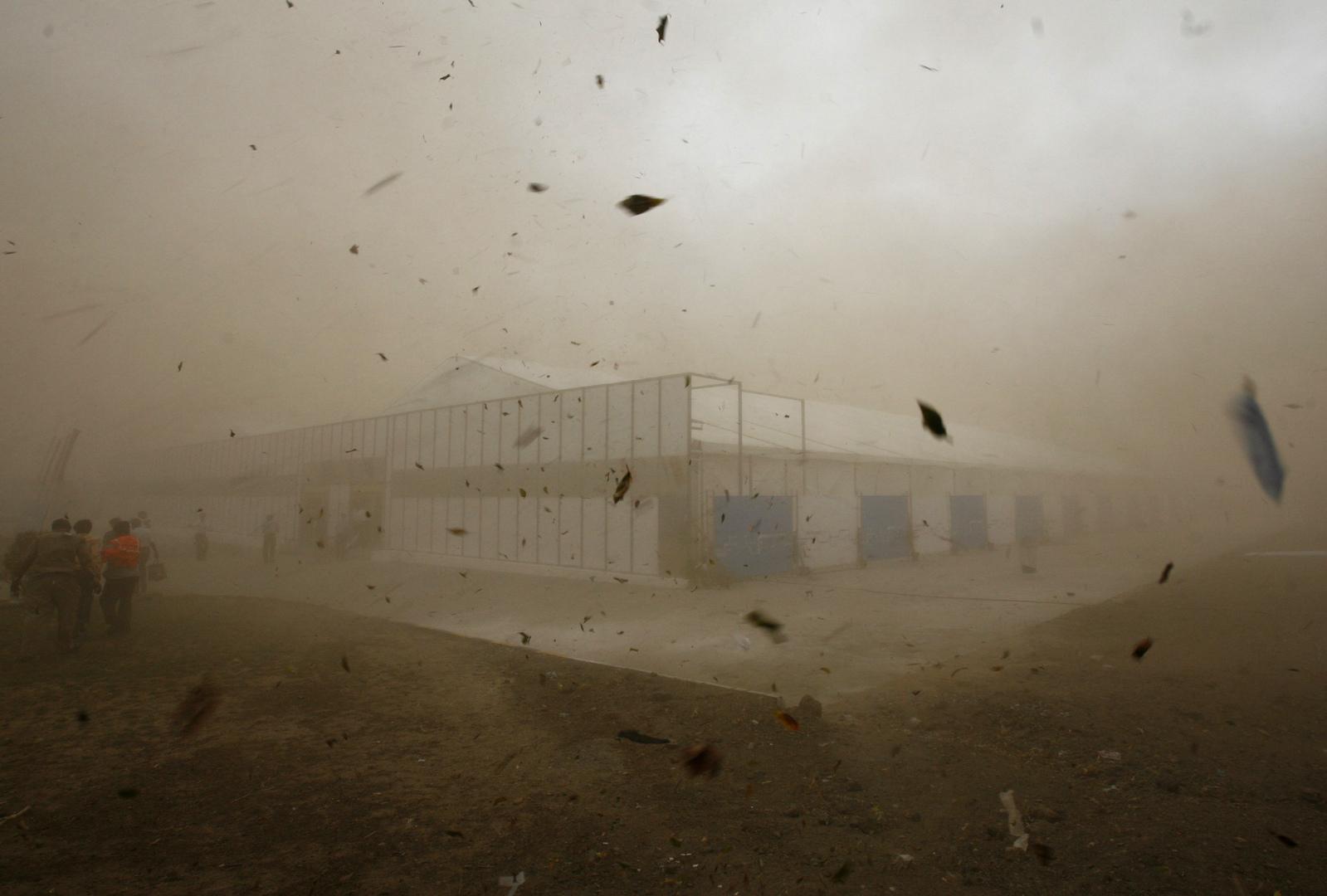 إعصار عات يهدد الهند وبنغلادش