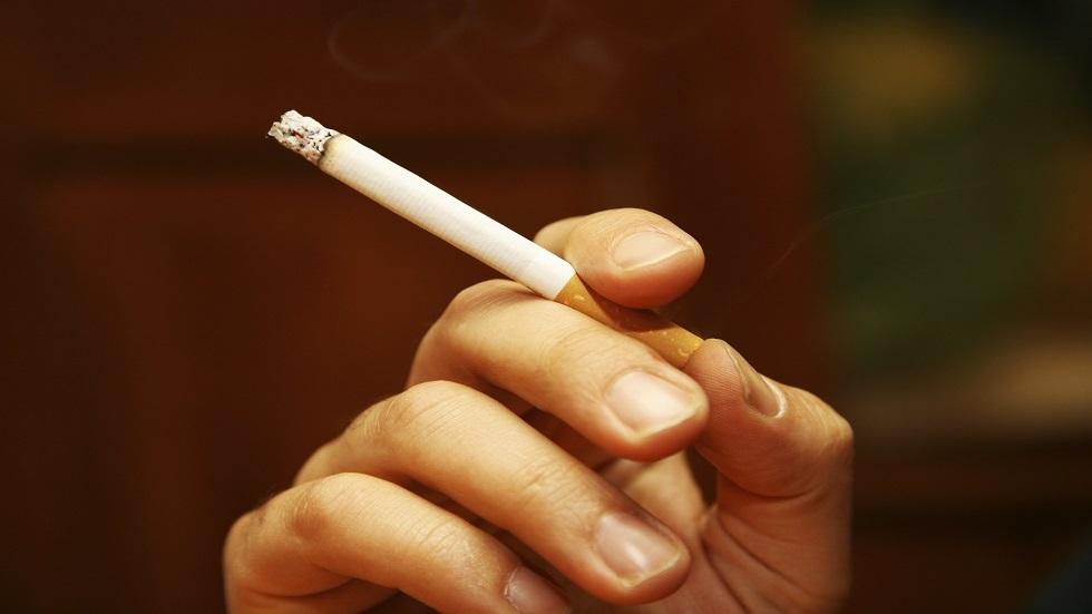 لماذا يكون المدخن أكثر عرضة للإصابة بـ