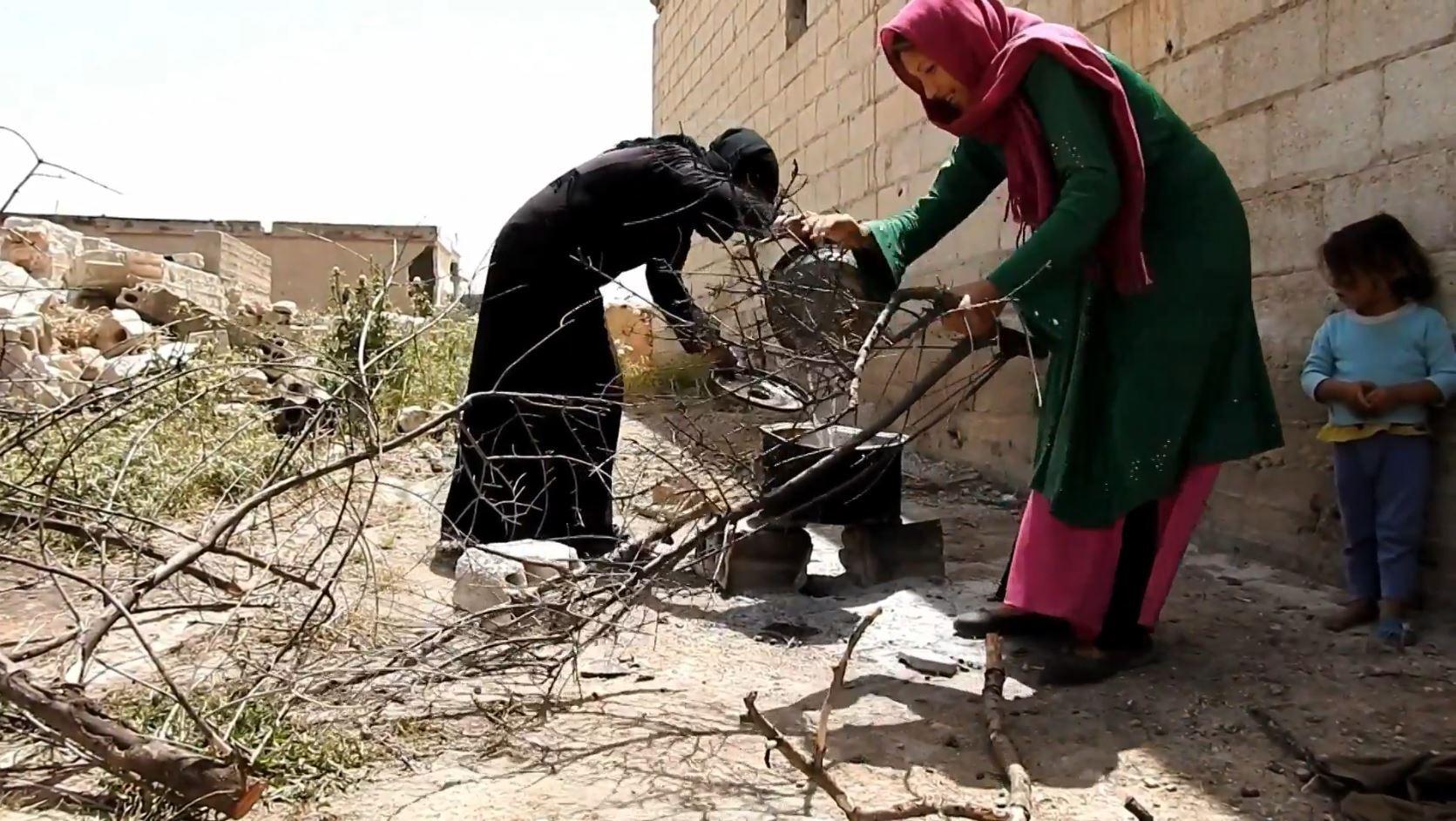 سكان قرية سورية يعودون بعد 5 سنوات من النزوح!