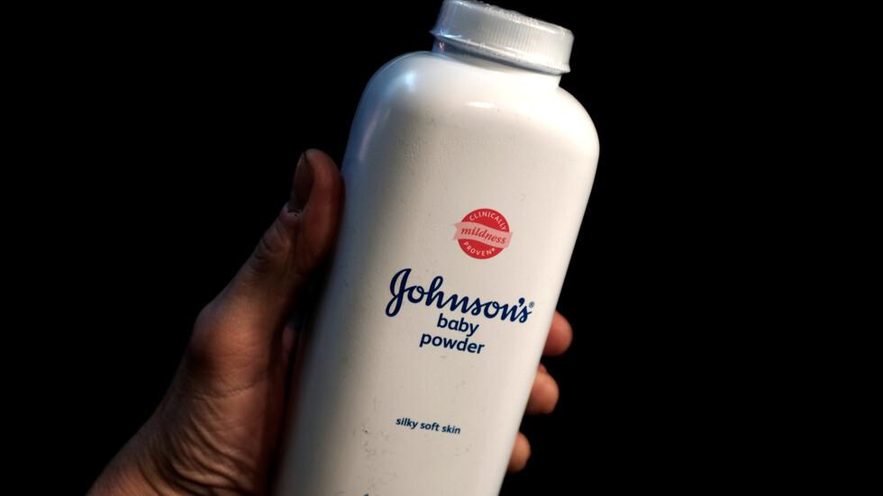 بعد دعاوى تربطها بالسرطان.. جونسون آند جونسون توقف بيع بودرة الأطفال في أمريكا!