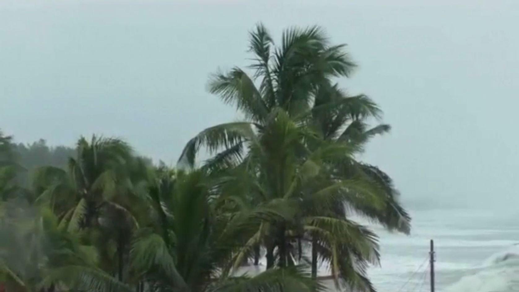 إعصارقوي يضرب سواحل الهند!