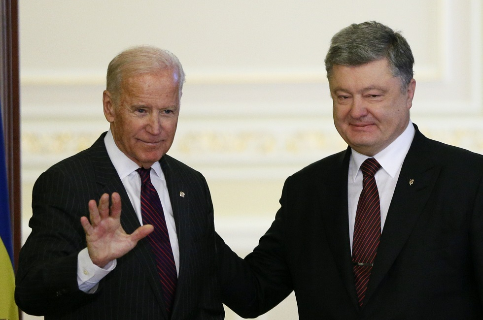 نواب أوكرانيون يطالبون بفتح تحقيق بعد تسريب مكالمة منسوبة للرئيس السابق وبايدن