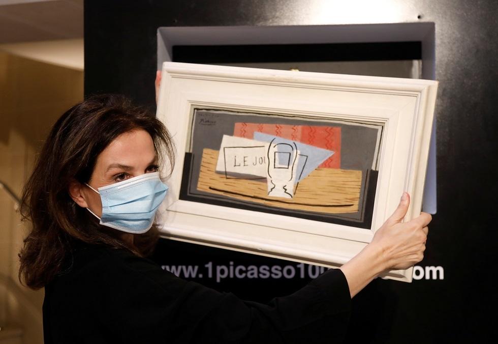 سيدة إيطالية تفوز بلوحة لبيكاسو خلال حفل يانصيب خيري (صور)