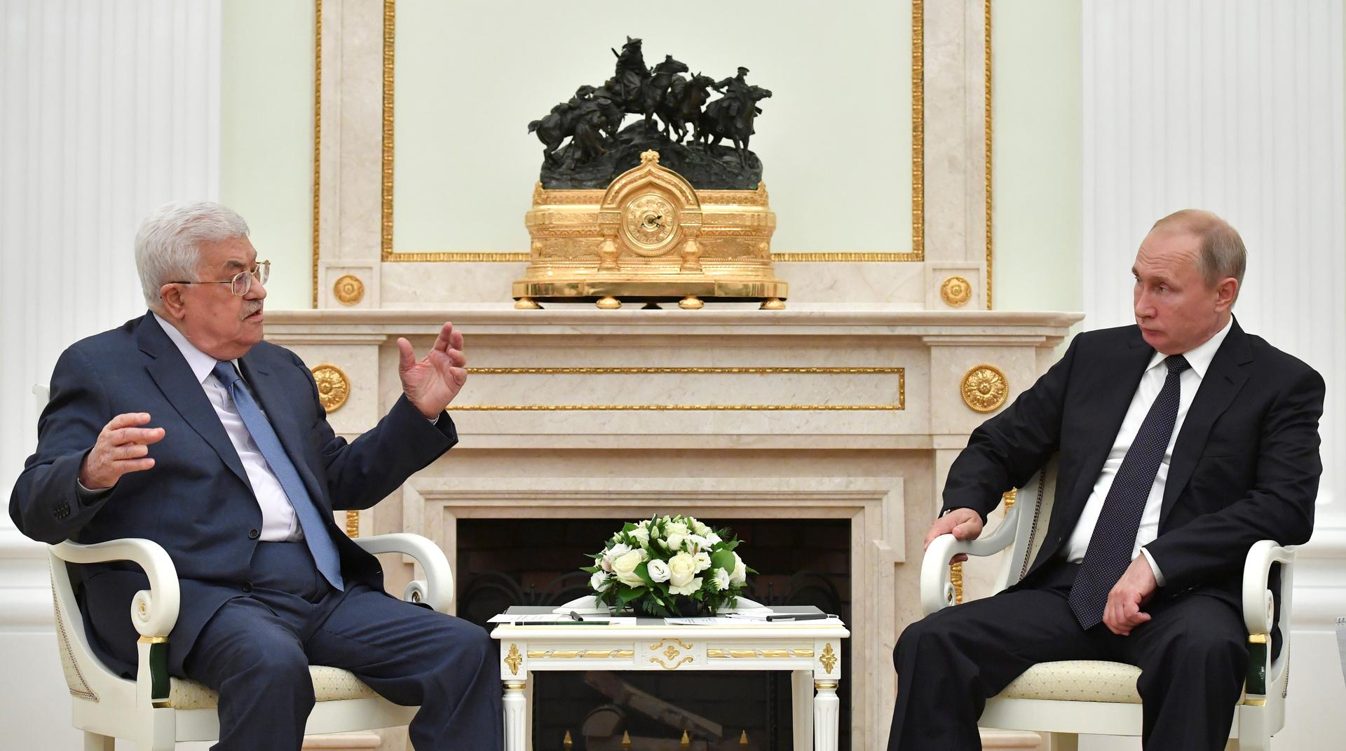 عباس يبحث عند بوتين عن مفتاح لترامب