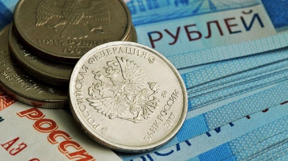 الروبل الروسي يصعد بفضل مشتريات خارجية