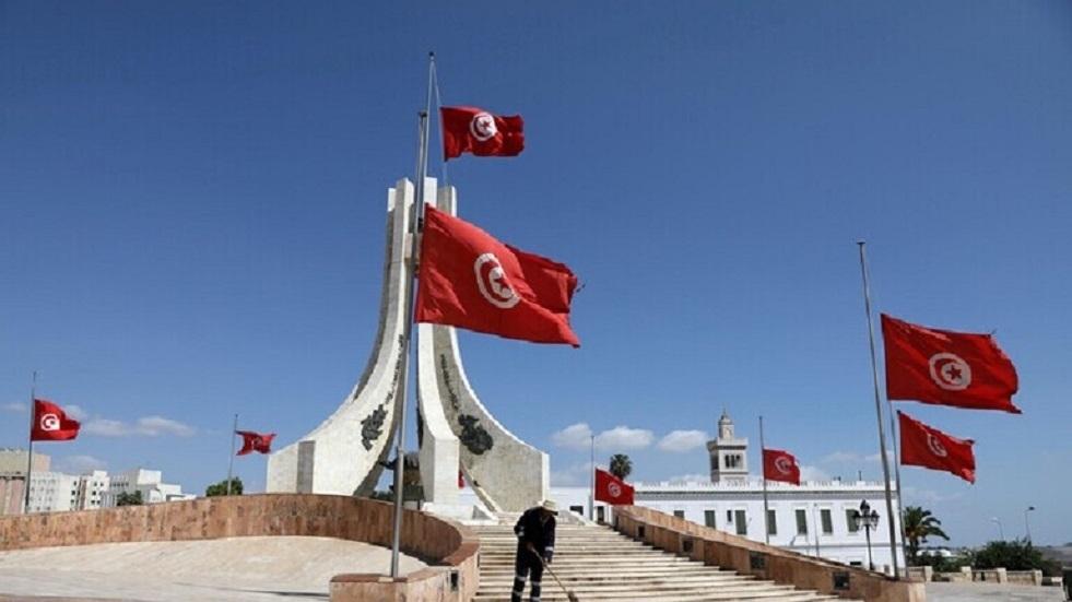 وزير تونسي سابق يتهم الرئيس قيس سعيد بالانخراط في خطاب شعبوي يقوم على نظرية المؤامرة