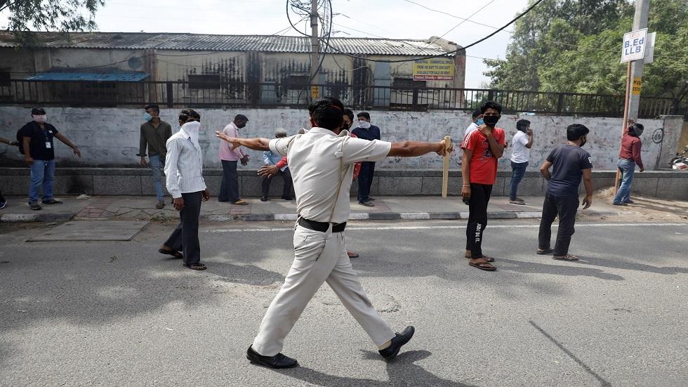 الهند.. الشرطة تودع طبيبا مستشفى الأمراض العقلية لانتقاده نقص الكمامات (فيديو)