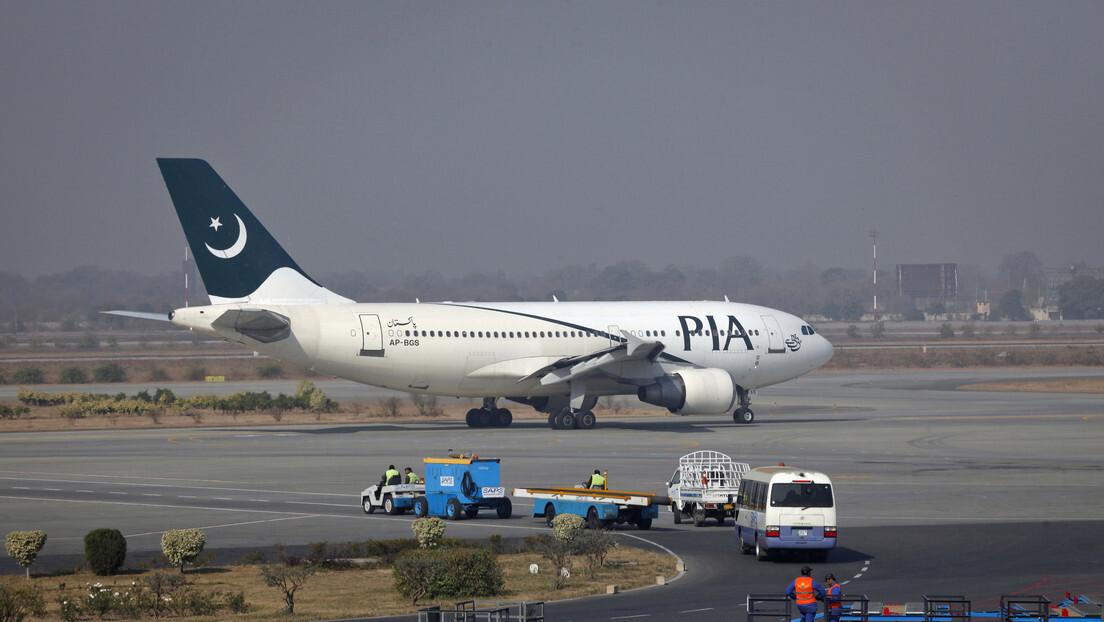 اللقطات الأولى من مكان تحطم الطائرة الباكستانية