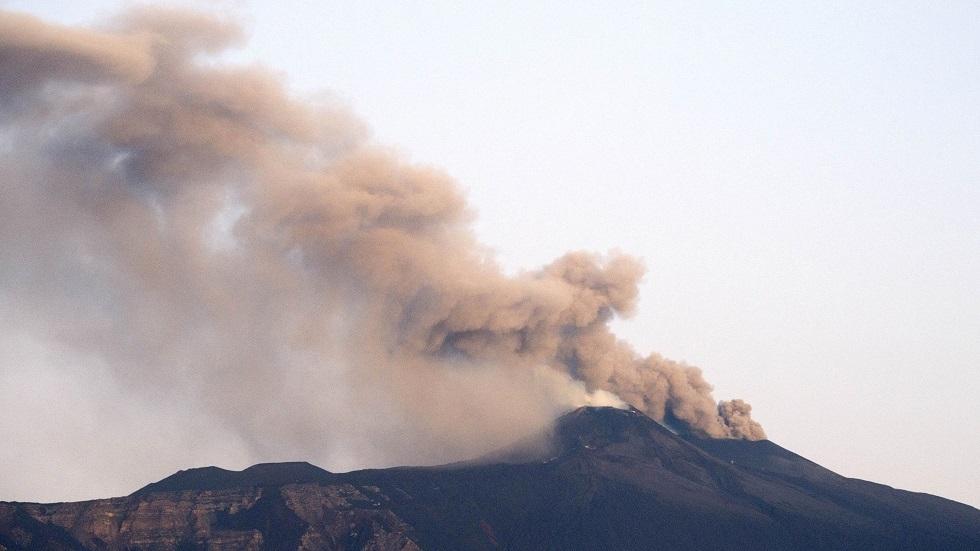 بركان إيتنا ينشط من جديد