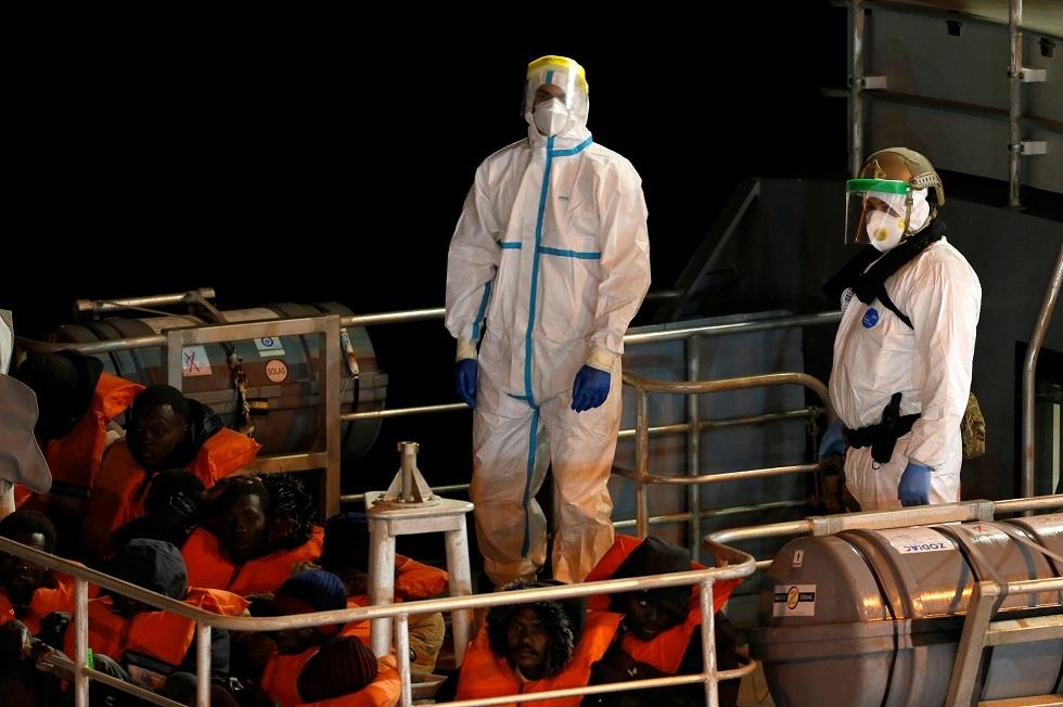 مالطا تنقذ 140 مهاجرا وتبقيهم على متن سفينة سياحية خارج المياه الإقليمية