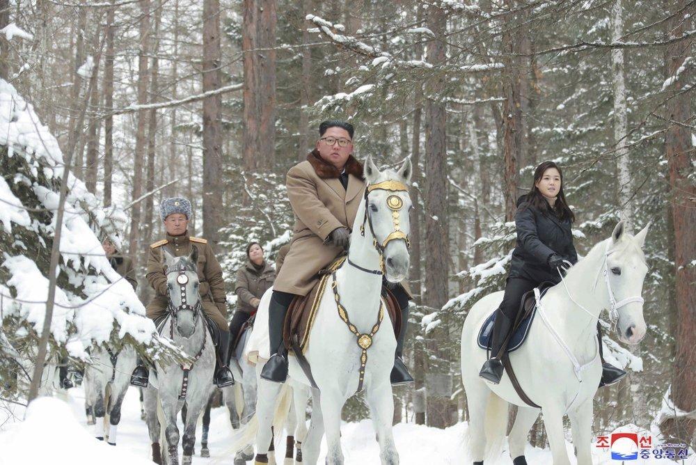 كوريا الشمالية تنفي امتلاك زعمائها قدرة سحرية تتيح لهم السفر فورا لمسافة هائلة