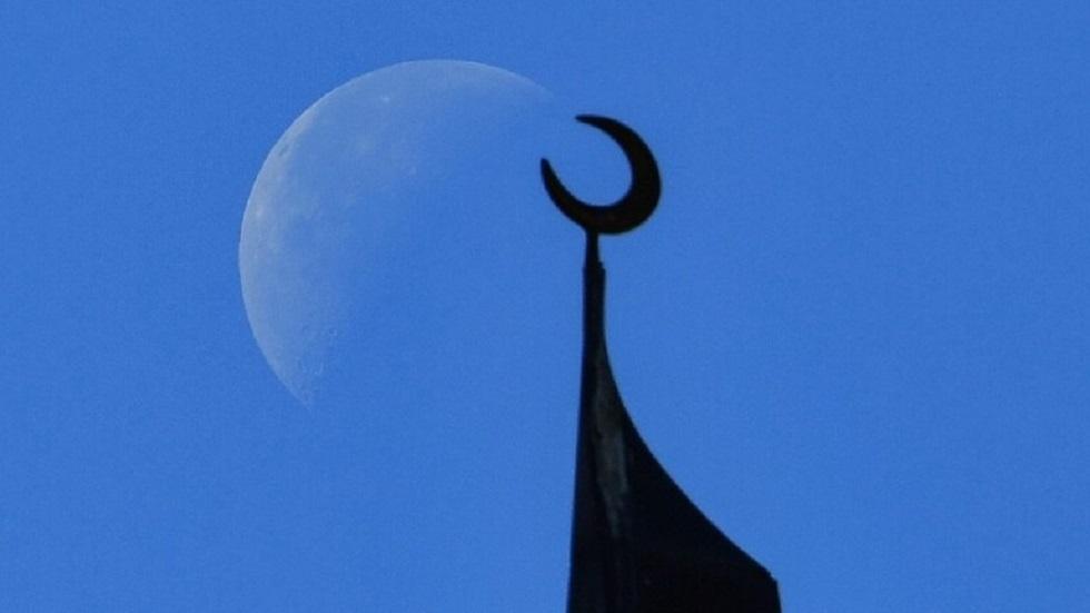 مركز الفلك الدولي ينشر صورة تثبت أن غدا أول أيام عيد الفطر