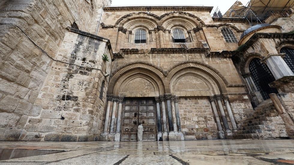 كنيسة القيامة في القدس تعيد فتح أبوابها