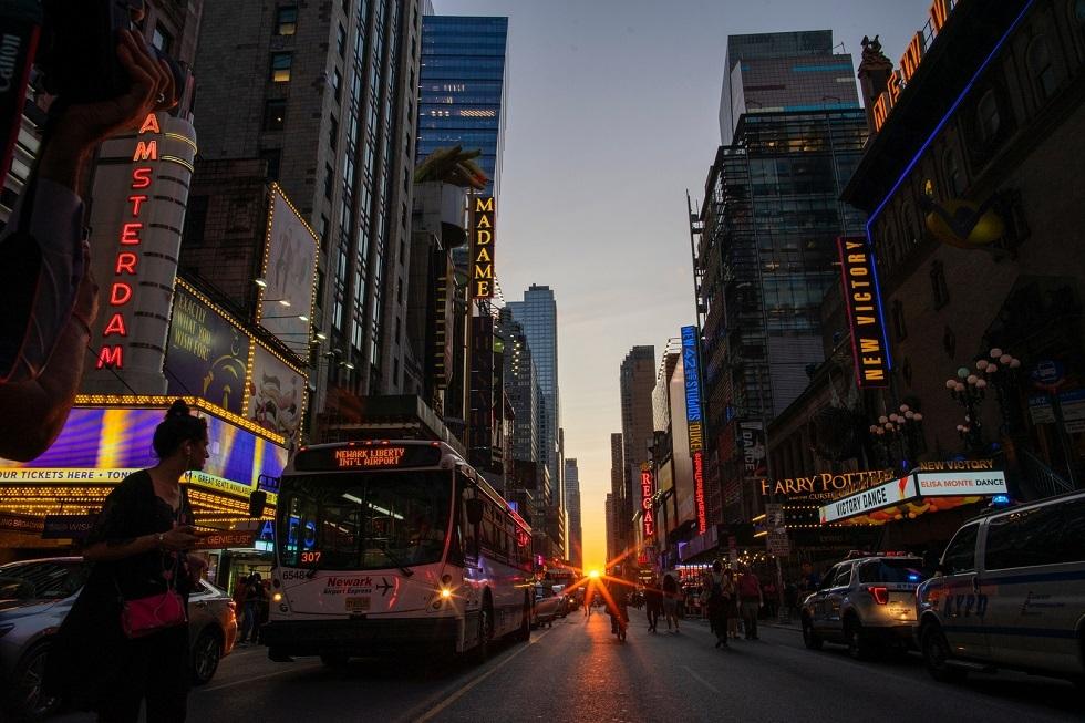 حاكم نيويورك: التجمعات التي تصل إلى 10 أفراد يجب أن تبقى