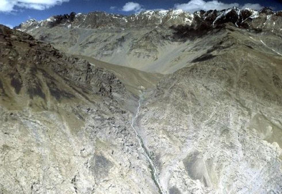 الحدود بين  طاجيكستان وقيرغيزستان