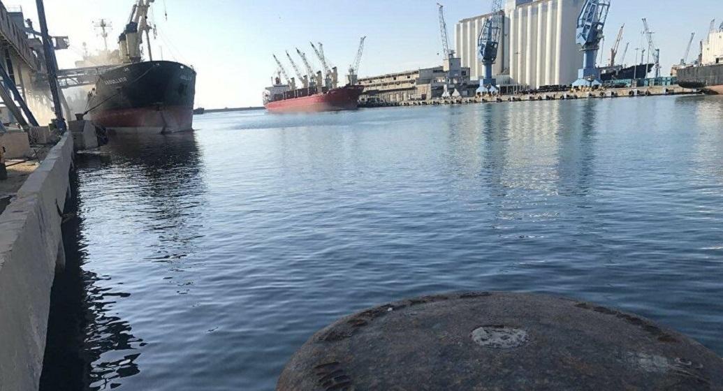 ميناء طرطوس السوري.