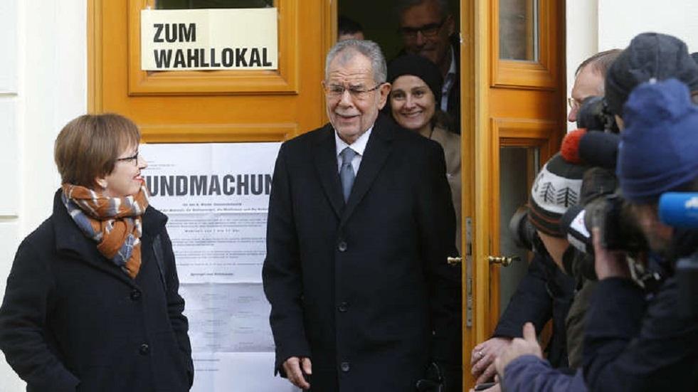 رئيس النمسا وزوجته يخرقان قيود إجراءات العزل
