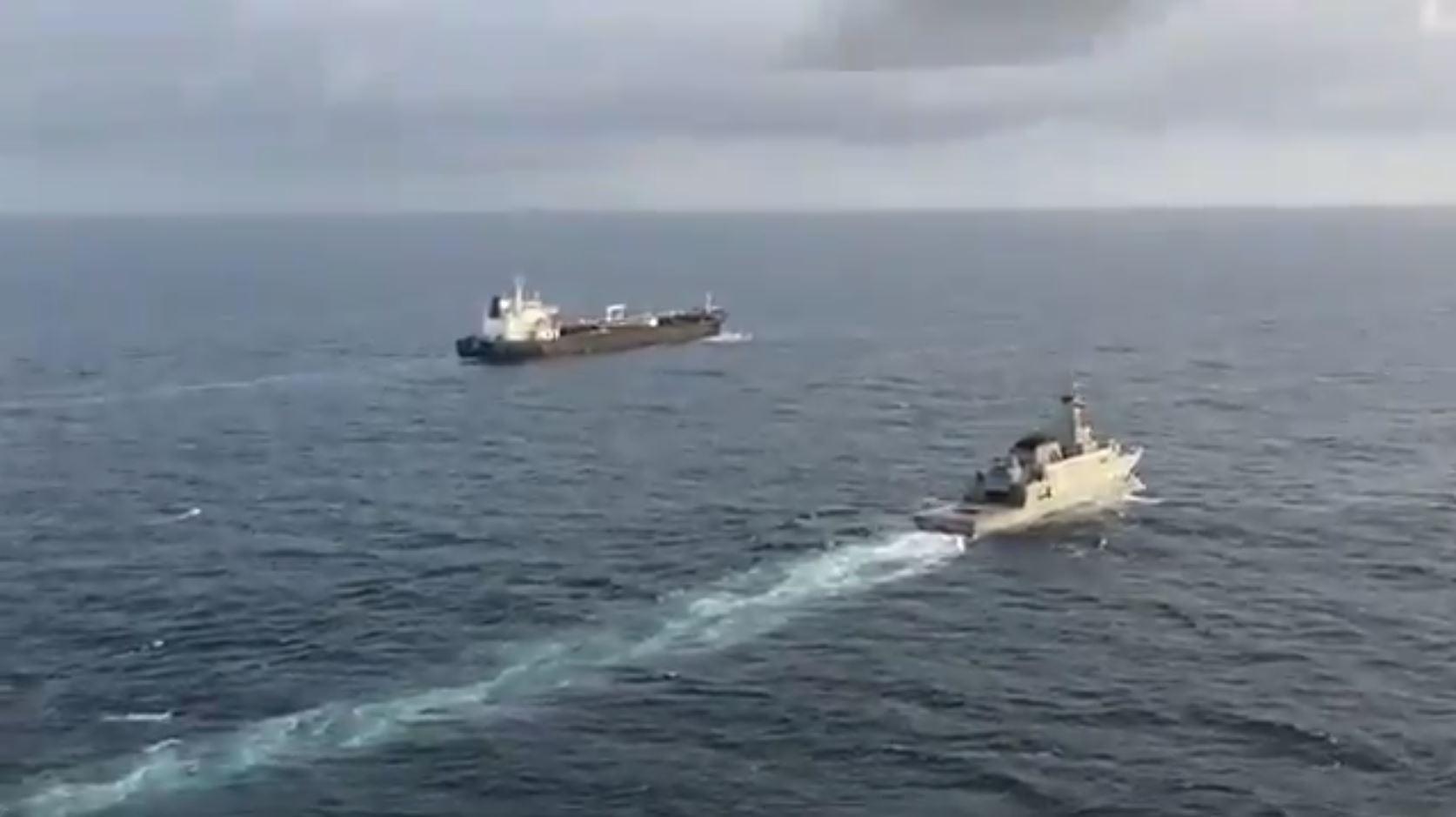 شاهد.. حماية عسكرية فنزويليةترافق ناقلات وقود إيرانيةقادمة إليها!