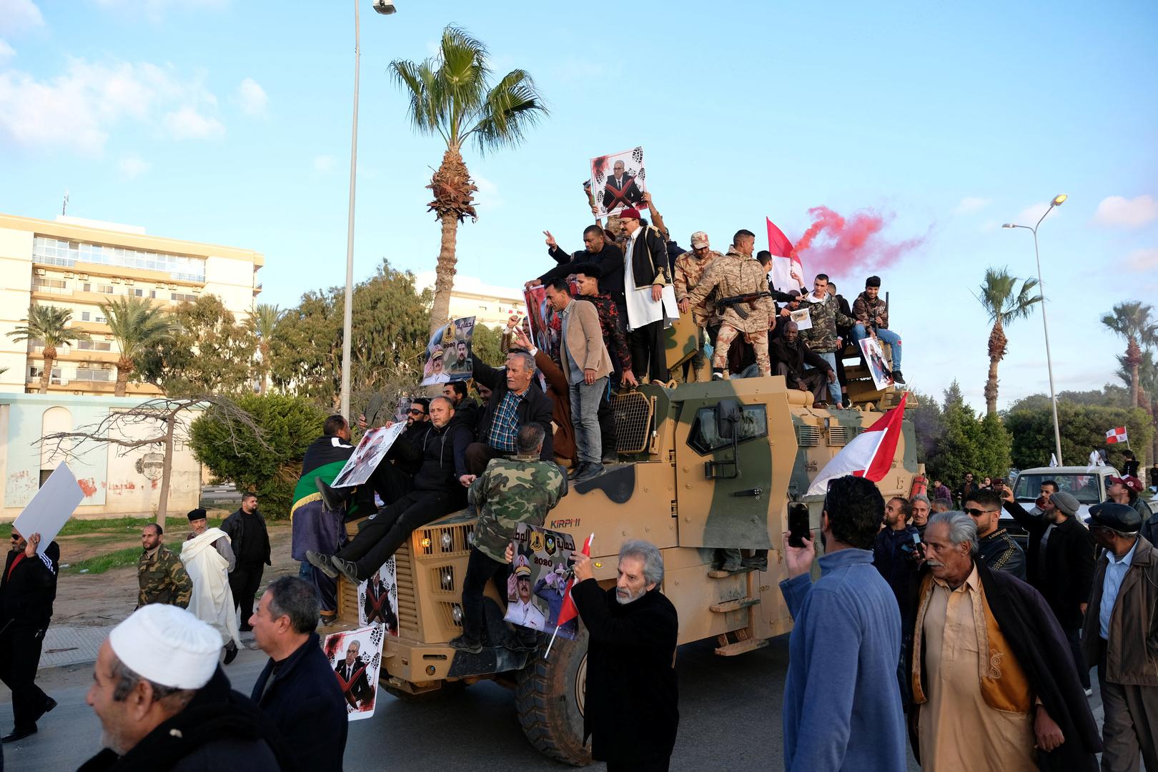 قوات حفتر تعلن اعتقال أحد أخطر عناصر  داعش  في سوريا على أحد محاور القتال بطرابلس -