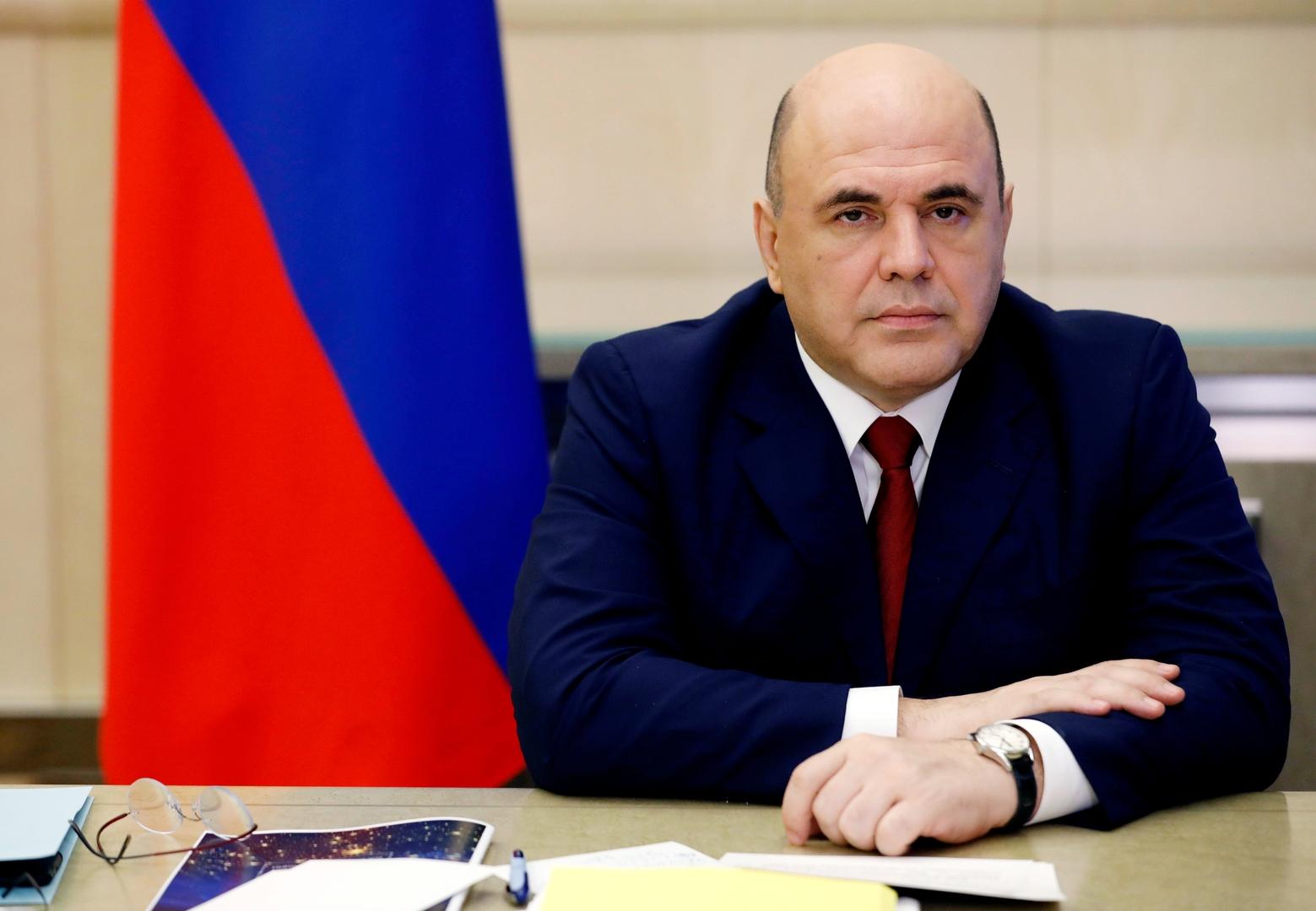 رئيس الوزراء الروسي يحث المواطنين على عدم التسرع في وضع خطط لقضاء العطلة في الخارج