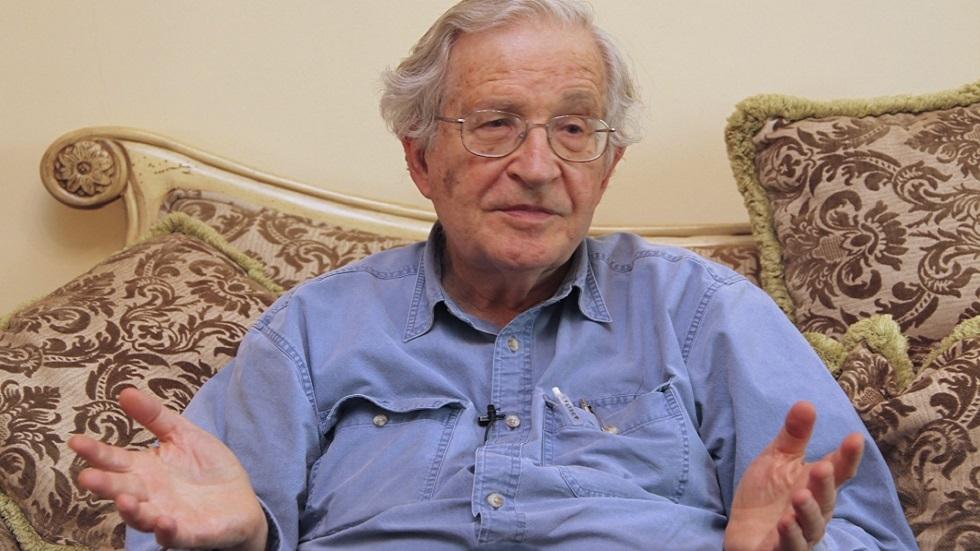 المفكر الأمريكي نعوم شومسكي (صورة أرشيفية)
