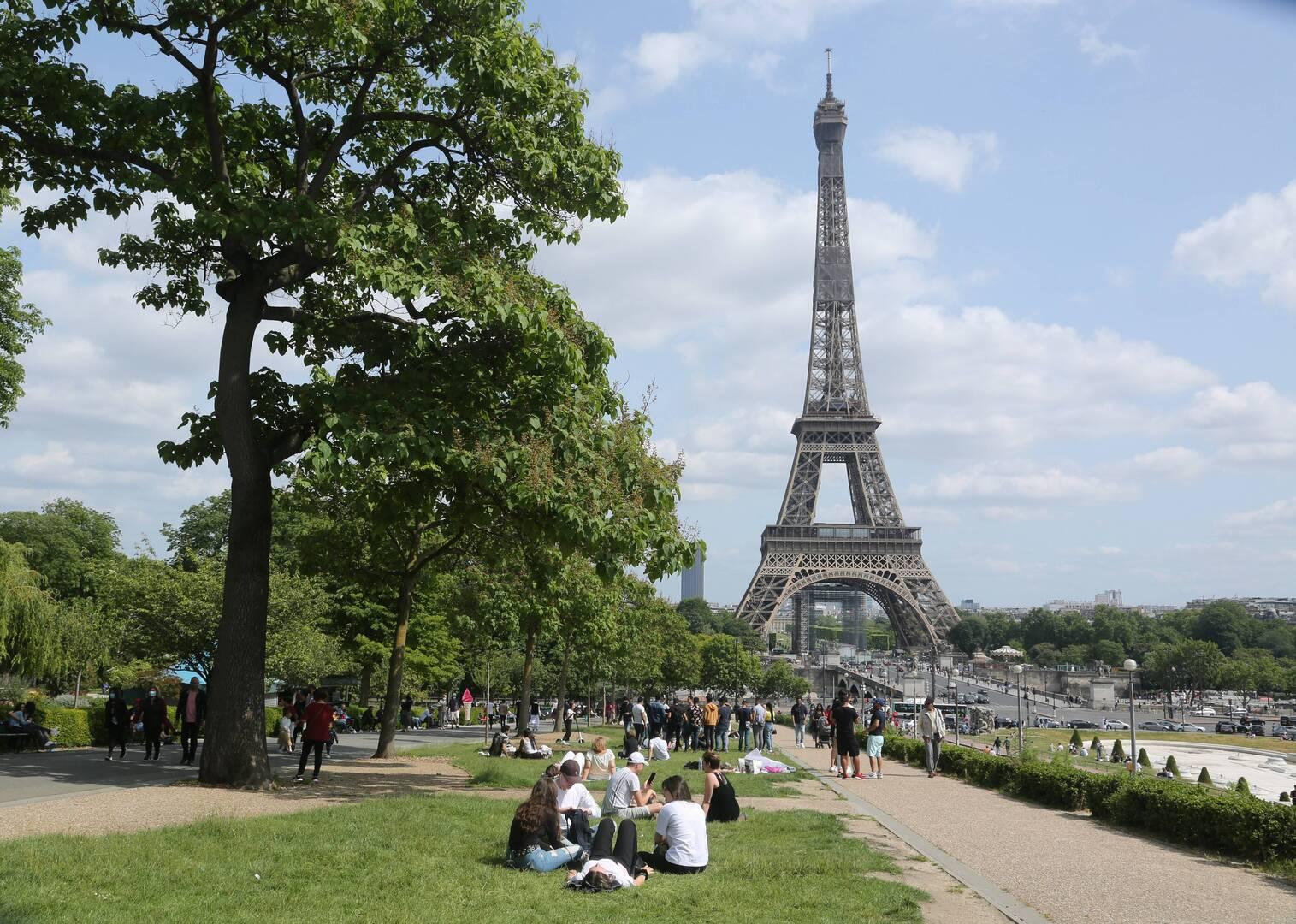 فرنسا.. عدد المصابين بكورونا في المستشفيات يستمر بالانخفاض