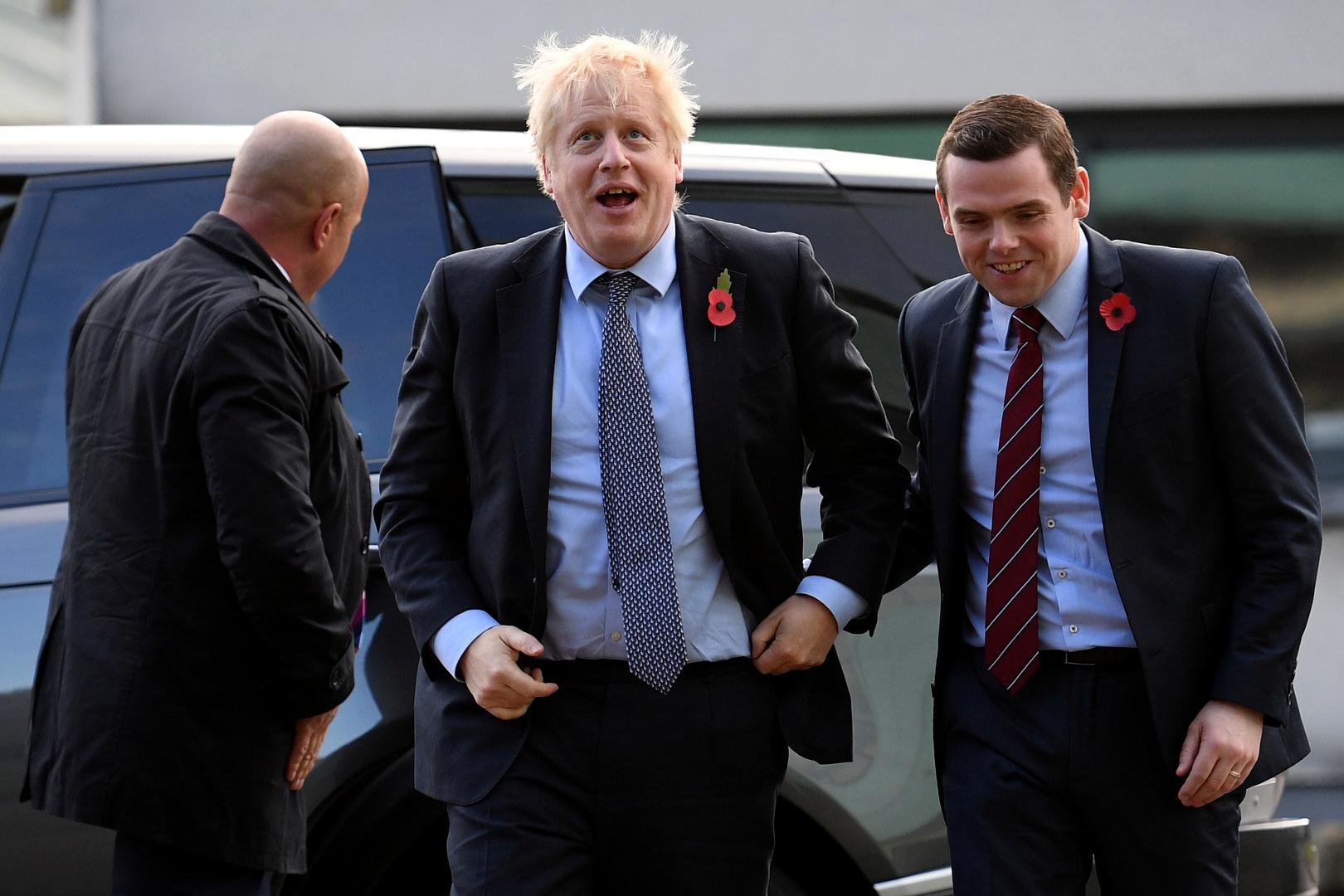 استقالة وزير في الحكومة البريطانية على خلفية خرق مستشار جونسون للعزل