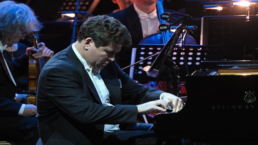 عازف بيانو روسي يقيم أول حفل موسيقي بعد الحجر الصحي في برلين