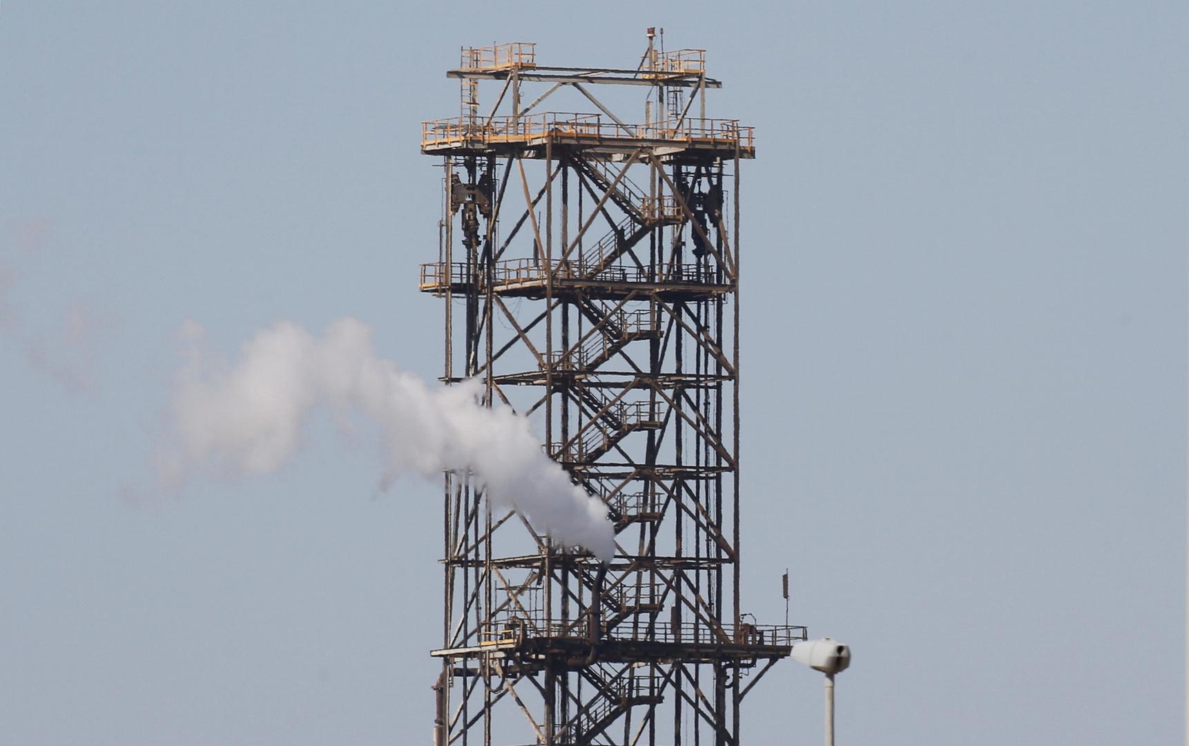 وزير البترول المصري يعلن توقيع اتفاقيات للبحث عن البترول في البحر الأحمر لأول مرة -