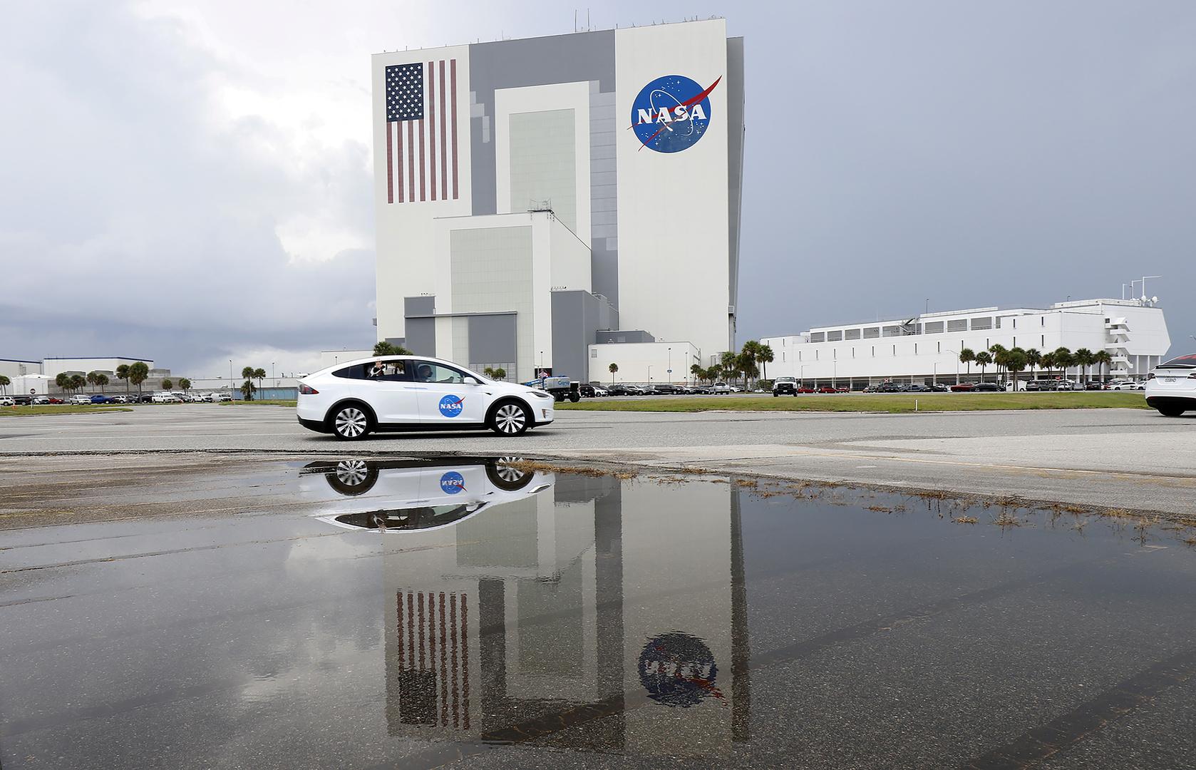 التعاون مع ناسا أشبه بطَرْق باب مرسوم على جدار -