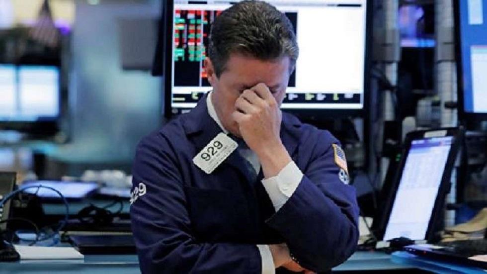 الأسهم الأمريكية تغلق منخفضة بفعل عمليات بيع في أواخر الجلسة