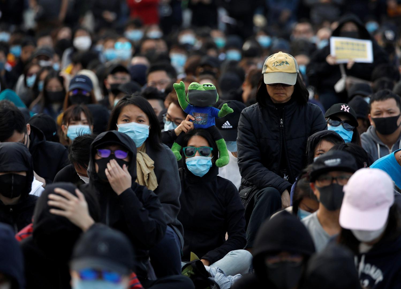 هونغ كونغ تدعو الولايات المتحدة للنأي بنفسها وتحذرها من الإضرار بمصالحها في المدينة