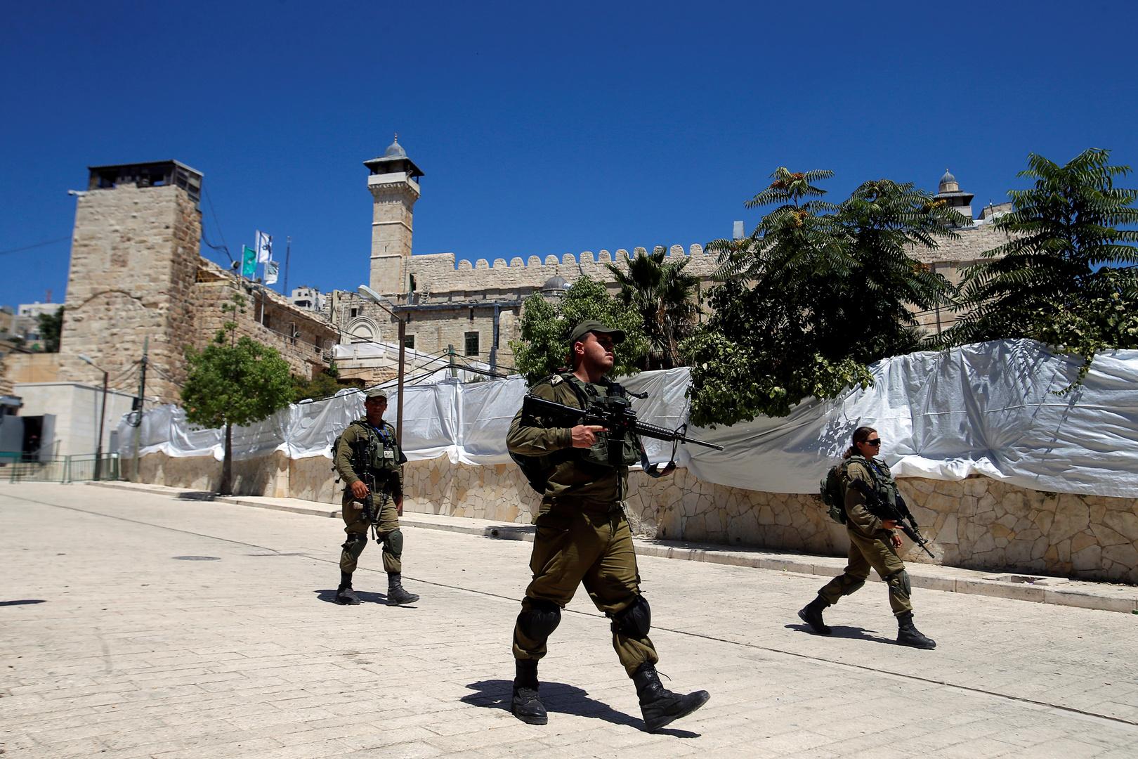 الجيش الإسرائيلي يطلق النار على فلسطيني بدعوى تنفيذه عملية دهس قرب رام الله