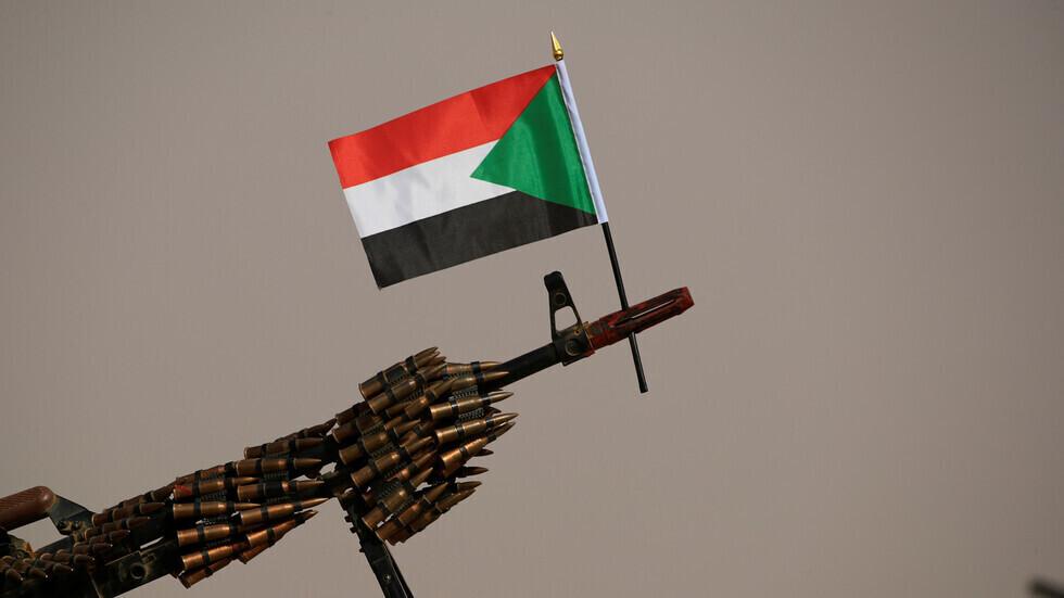 علم السودان على رشاشة.