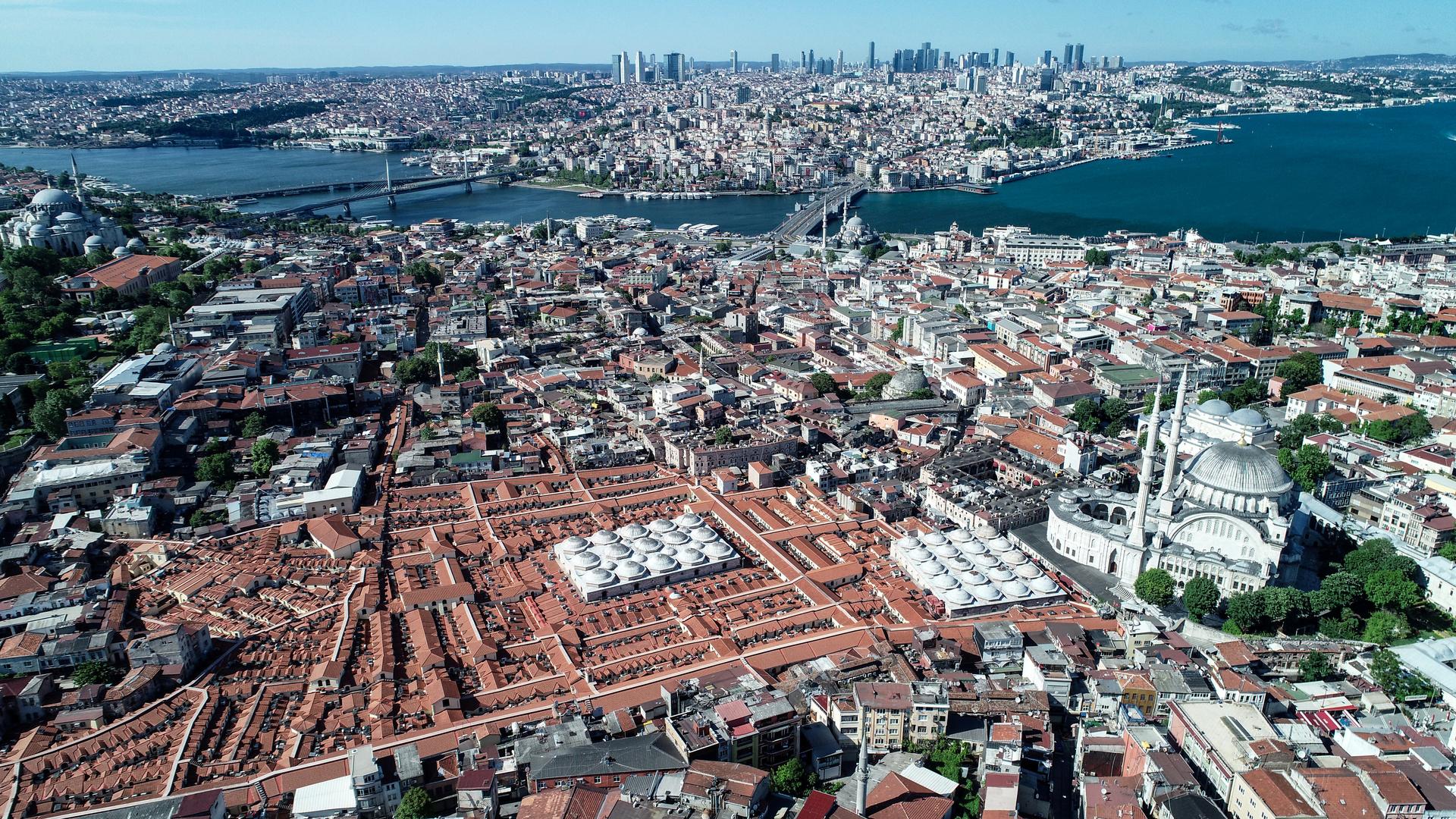 تركيا تسجل 983 إصابة و26 وفاة جديدة بفيروس كورونا وشفاء1021 حالة