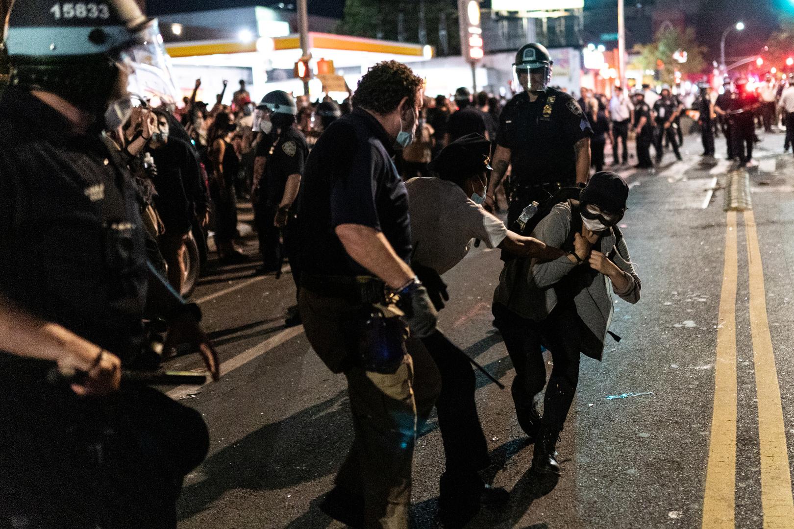 الشرطة الأمريكية تعتدي على الصحفيين في مينيابوليس