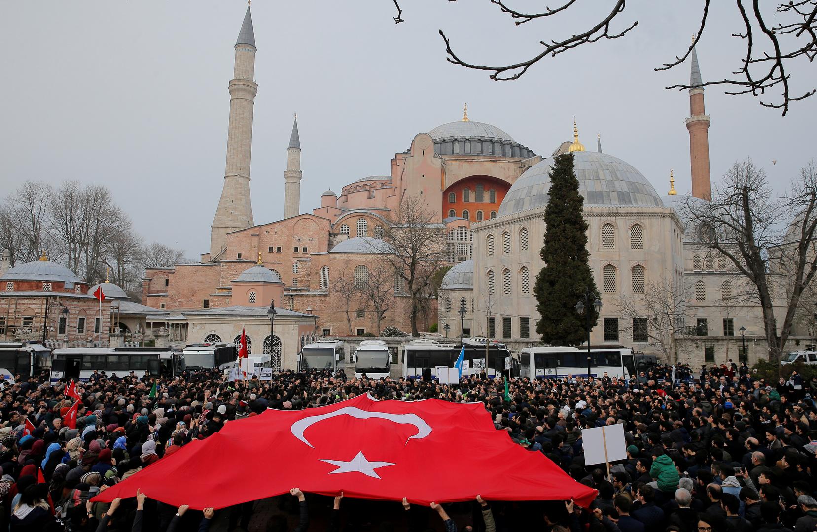 بعد استنكار اليونان.. تركيا تبرر تلاوة القرآن في متحف