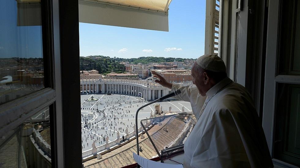 البابا فرنسيس في أول عظة من شرفة قصره منذ 3 أشهر: الإنسان أهم من الاقتصاد