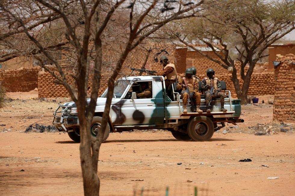 مسلحون يقتلون 25 شخصا في هجوم على سوق للماشية في بوركينا فاسو