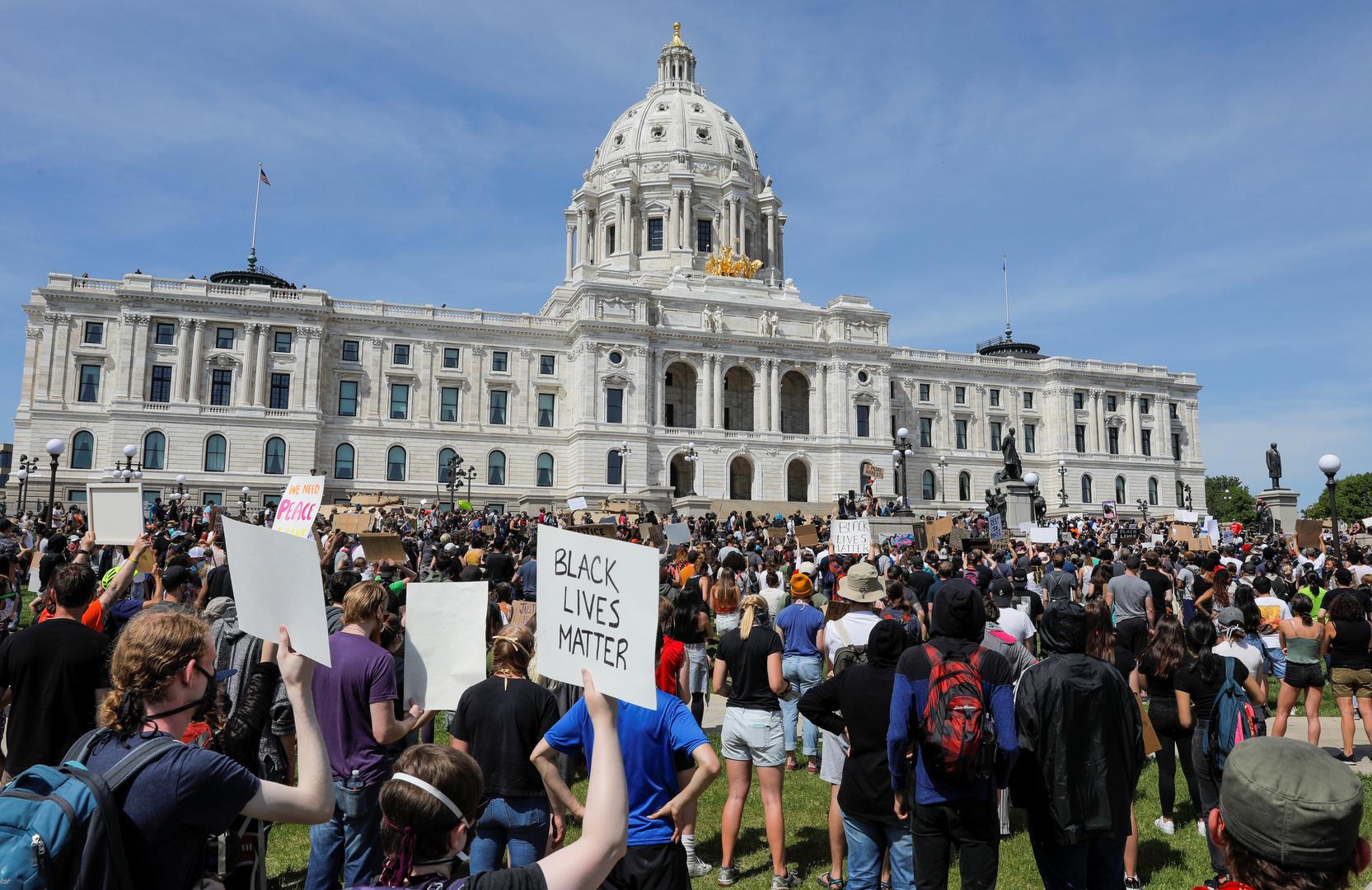 تجدد الاحتجاجات في الولايات المتحدة ومتظاهرون يطالبون برحيل ترامب