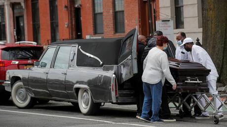 الولايات المتحدة.. استقرار في الوفيات اليومية جراء كورونا والإصابات تواصل الارتفاع