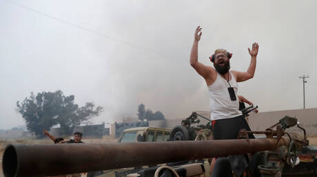 """ليبيا.. قوات """"الوفاق"""" تعلن عن """"التقدم بقوة"""" جنوبي طرابلس"""