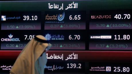 البورصة السعودية تسجل مكاسب قوية مع بدء تخفيف القيود في المملكة