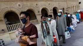 ارتفاع الوفيات والإصابات بكورونا في باكستان بعد رفع القيود