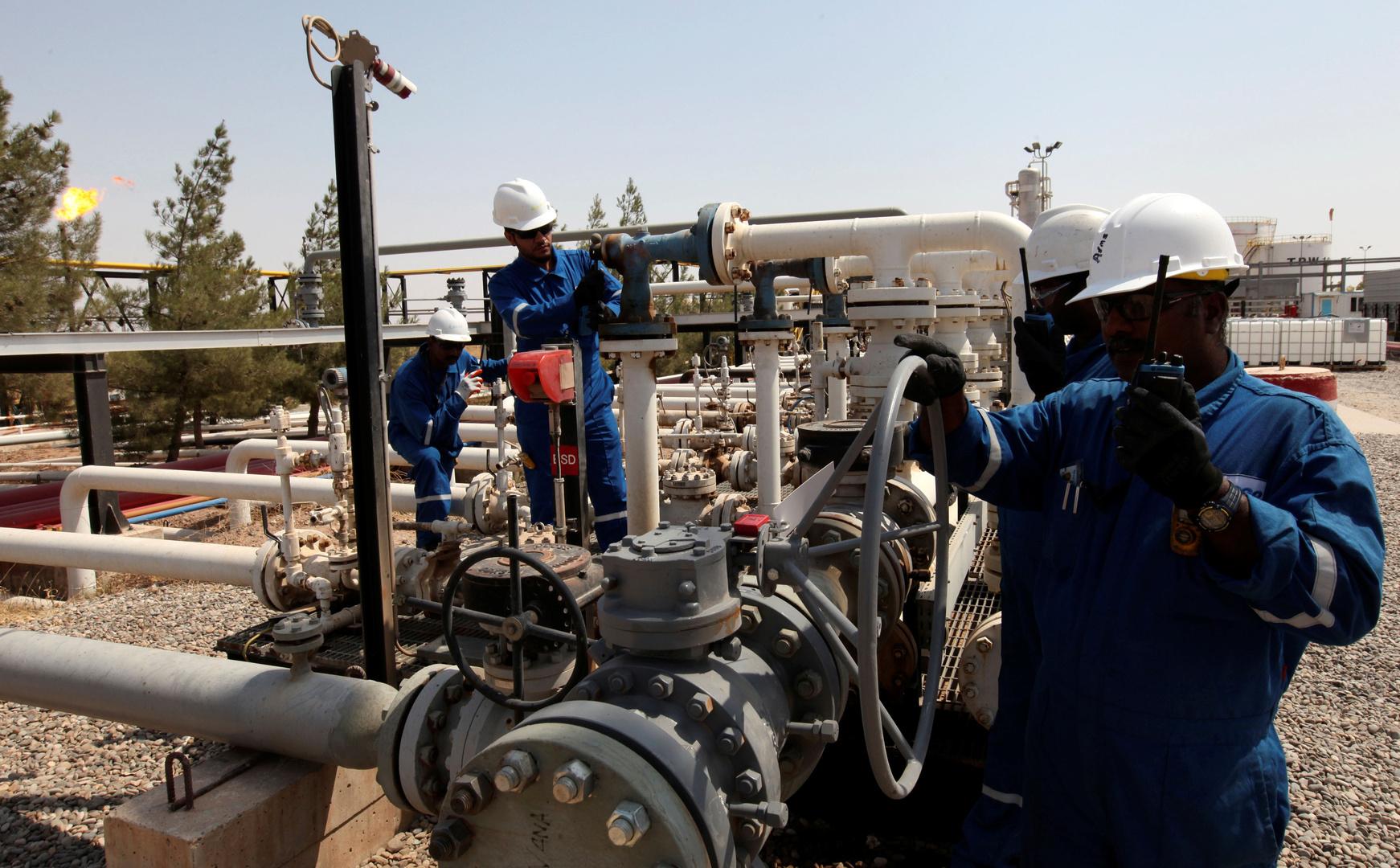 عاملون في حقل طقطق النفطي بأربيل في كردستان العراق