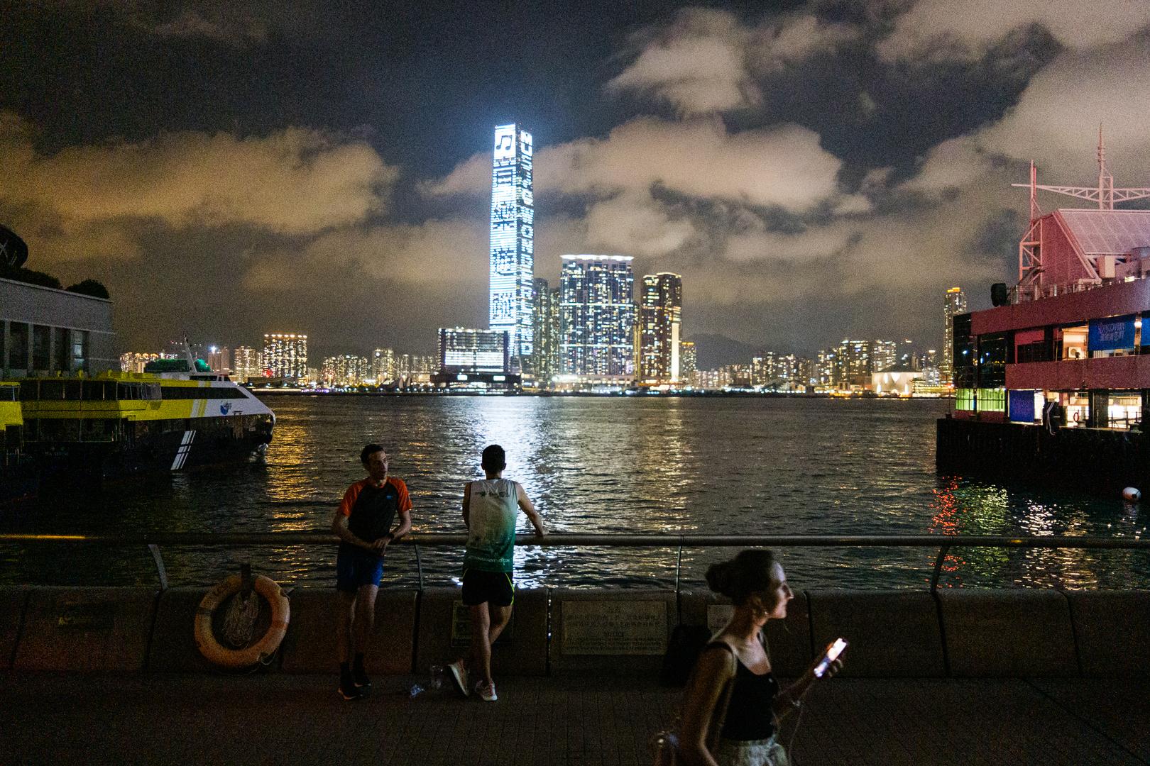 السفير الصيني لدى بريطانيا ينفي قمع الاحتجاجات في هونغ كونغ