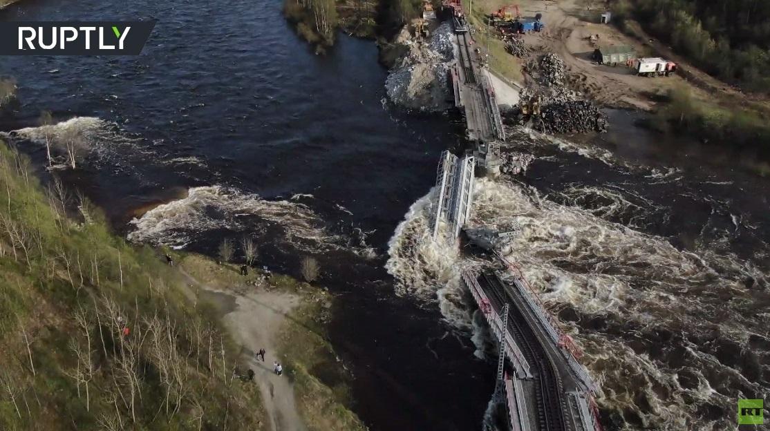 بالفيديو.. انهيار جسر بمقاطعة مورمانسك شمال غرب روسيا