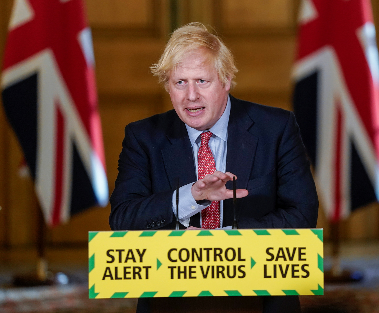 جونسون يهدد بمنح ملايين من سكان هونغ كونغ جوازات سفر بريطانية إذا فرضت الصين قانونها
