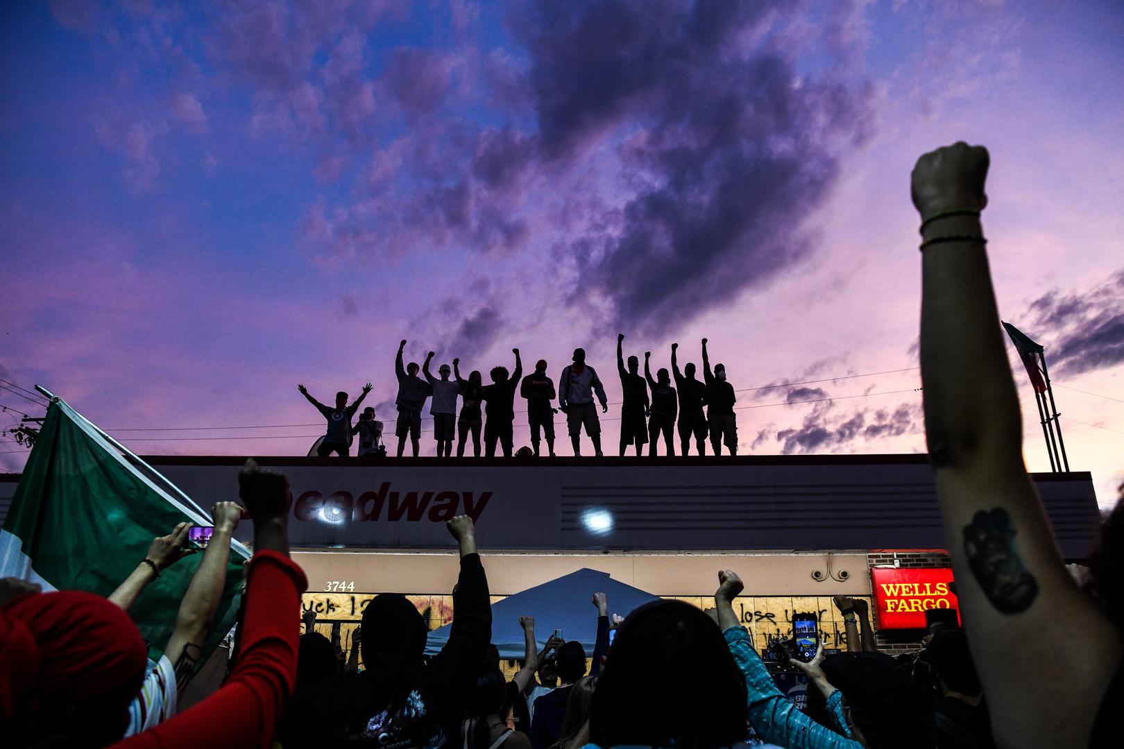 فيسبوك يحذف حسابات مجموعة ناقشت تسليح  المحتجين في الولايات المتحدة